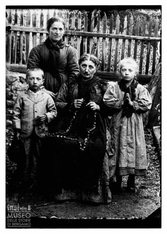 Ritratto di due donne con bambini