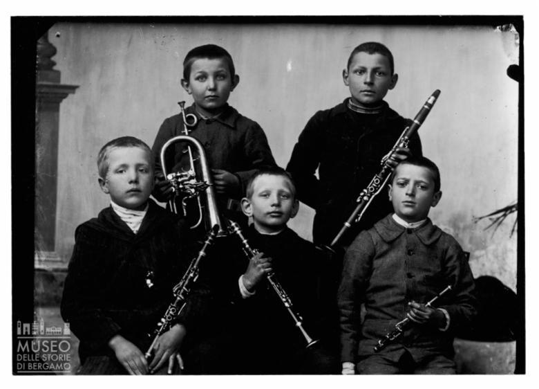 Ritratto di bambini con strumenti musicali