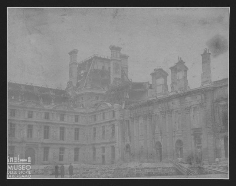 Palazzo delle Tuileries a Parigi con danni