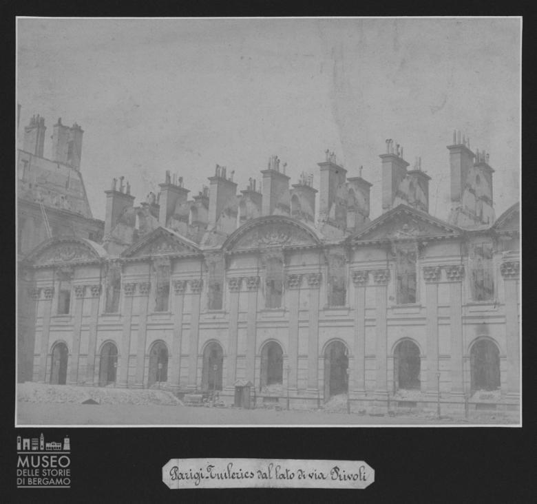 Palazzo delle Tuileries a Parigi con danni [2]