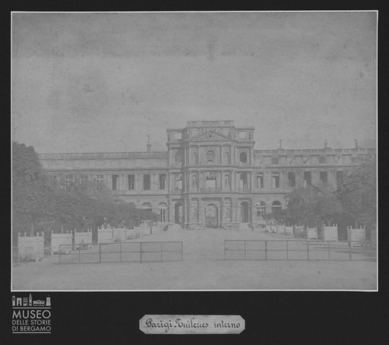Palazzo delle Tuileries a Parigi con danni [5]