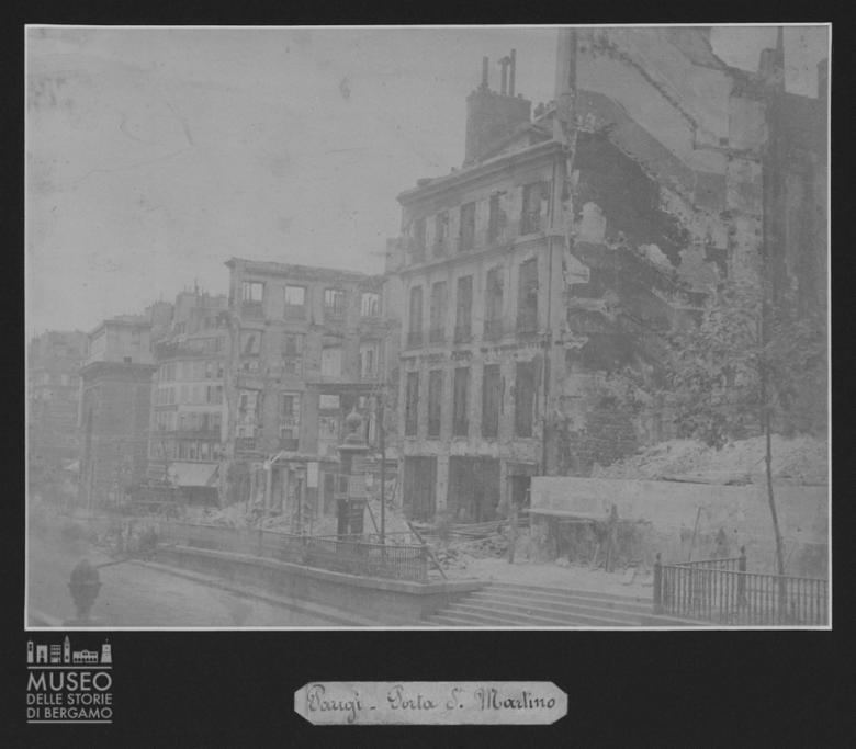 Porta San Martino ed edifici adiacenti con danni a Parigi