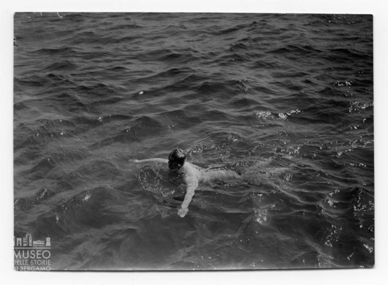 Enrico Tiraboschi nuota nel Canale della Manica