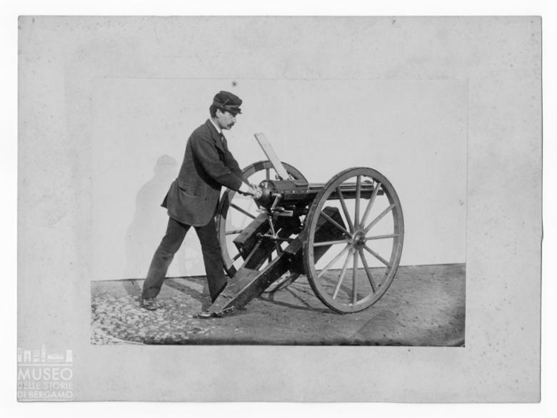 Cannone con servente al pezzo [2]