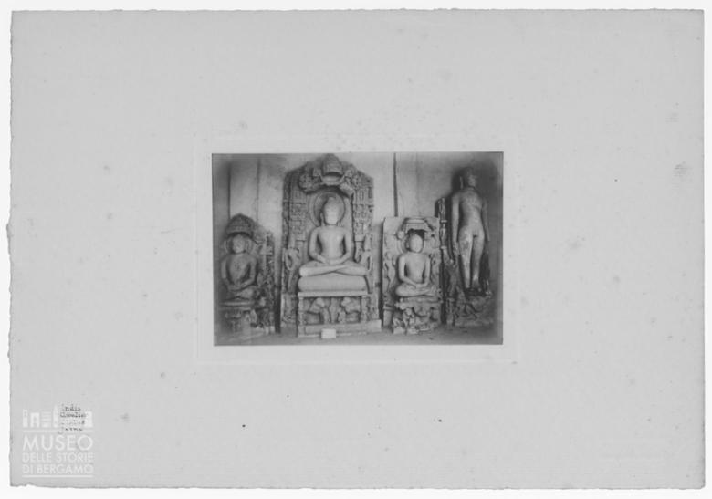 Statue di Jaina