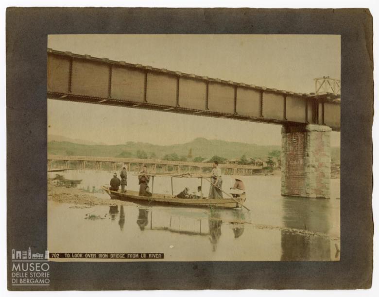 Imbarcazione sul fiume Uji