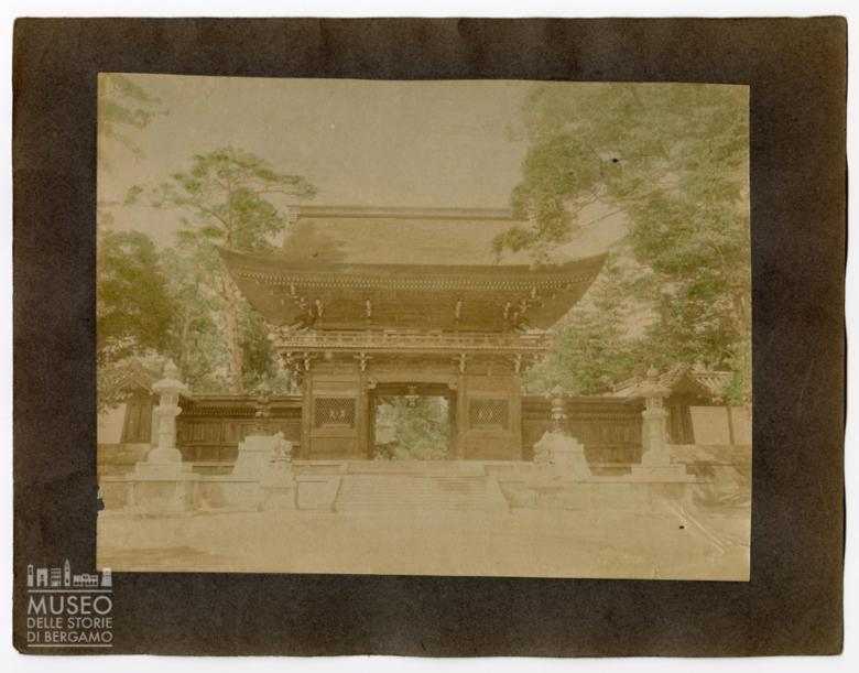 Ingresso a un santuario giapponese (Rōmon)