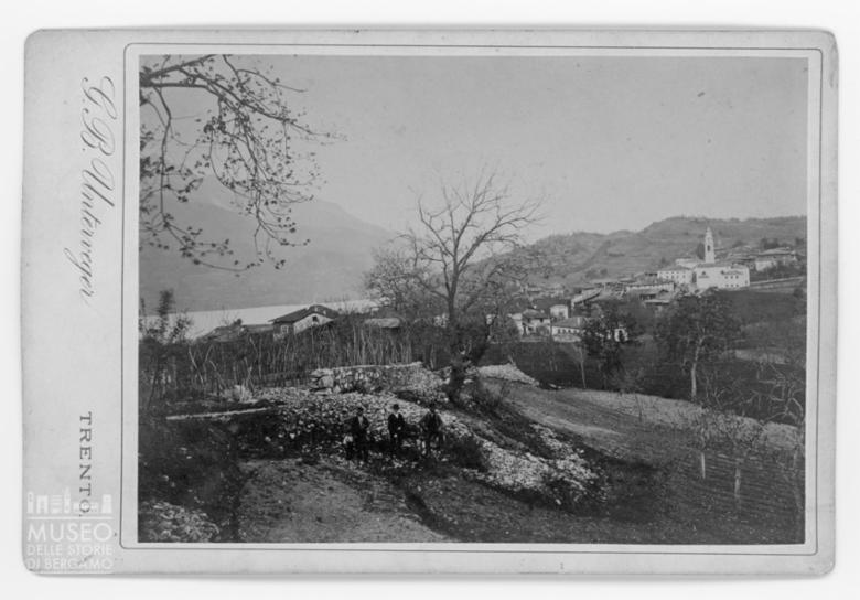 Veduta di Tenna sul Lago di Caldonazzo