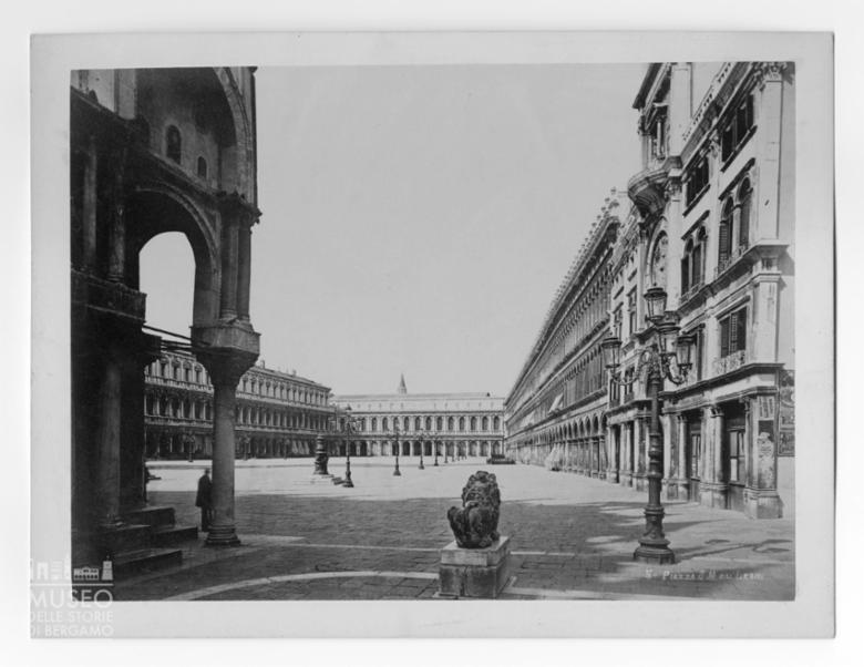 Piazza San Marco vista dal lato sinistro della Basilica