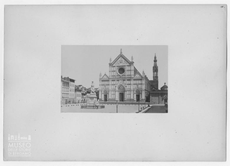 Veduta della facciata della Basilica di Santa Croce a Firenze
