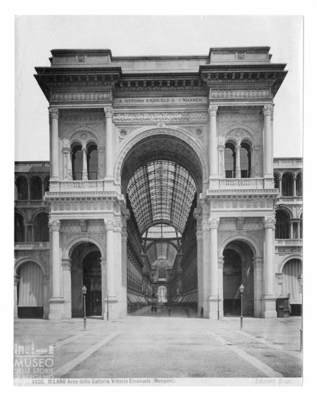 Esterno della Galleria Vittorio Emanuele II a Milano